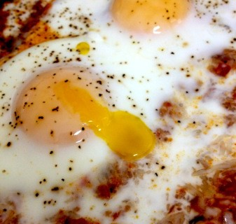 Breakfast Recipe: Shakshuka – Baked Egg Skillet w/ Veggies