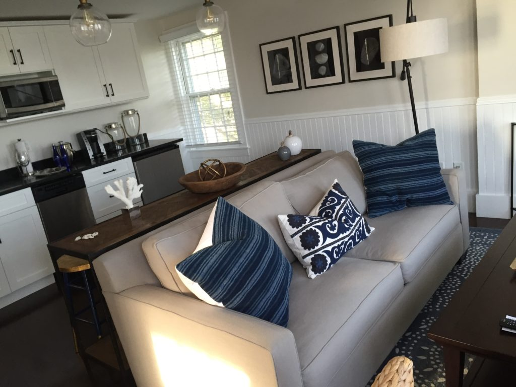 The decor inside Mizzen top at Kelley House